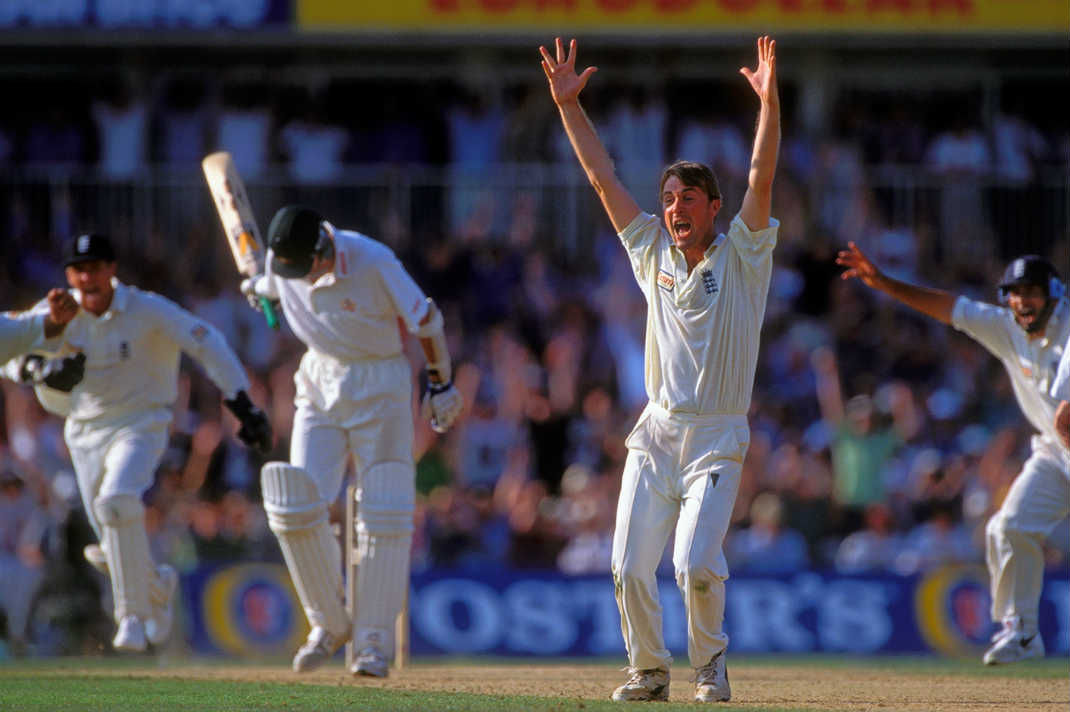 Phil-Tufnell-celebrating-England-victory-Australia