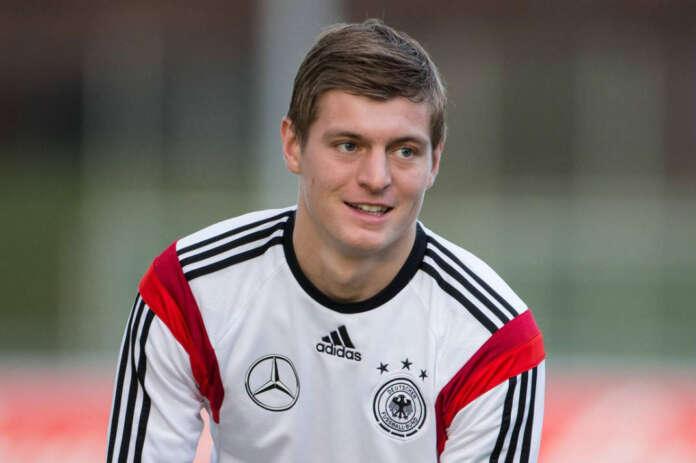 Toni Kroos for Paul Pogba
